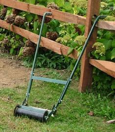 Manual or kick-type sod cutter