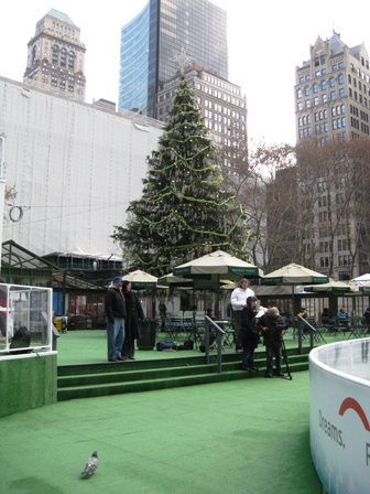 bryant-park-nyc-112008-x-mas-tree-and-skyscrapes-resized